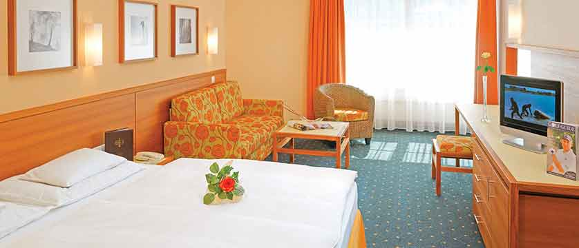 austria_olympia_skiWorld_axems&gotzens_Igls_Sporthotel Igls_bedroom.jpg